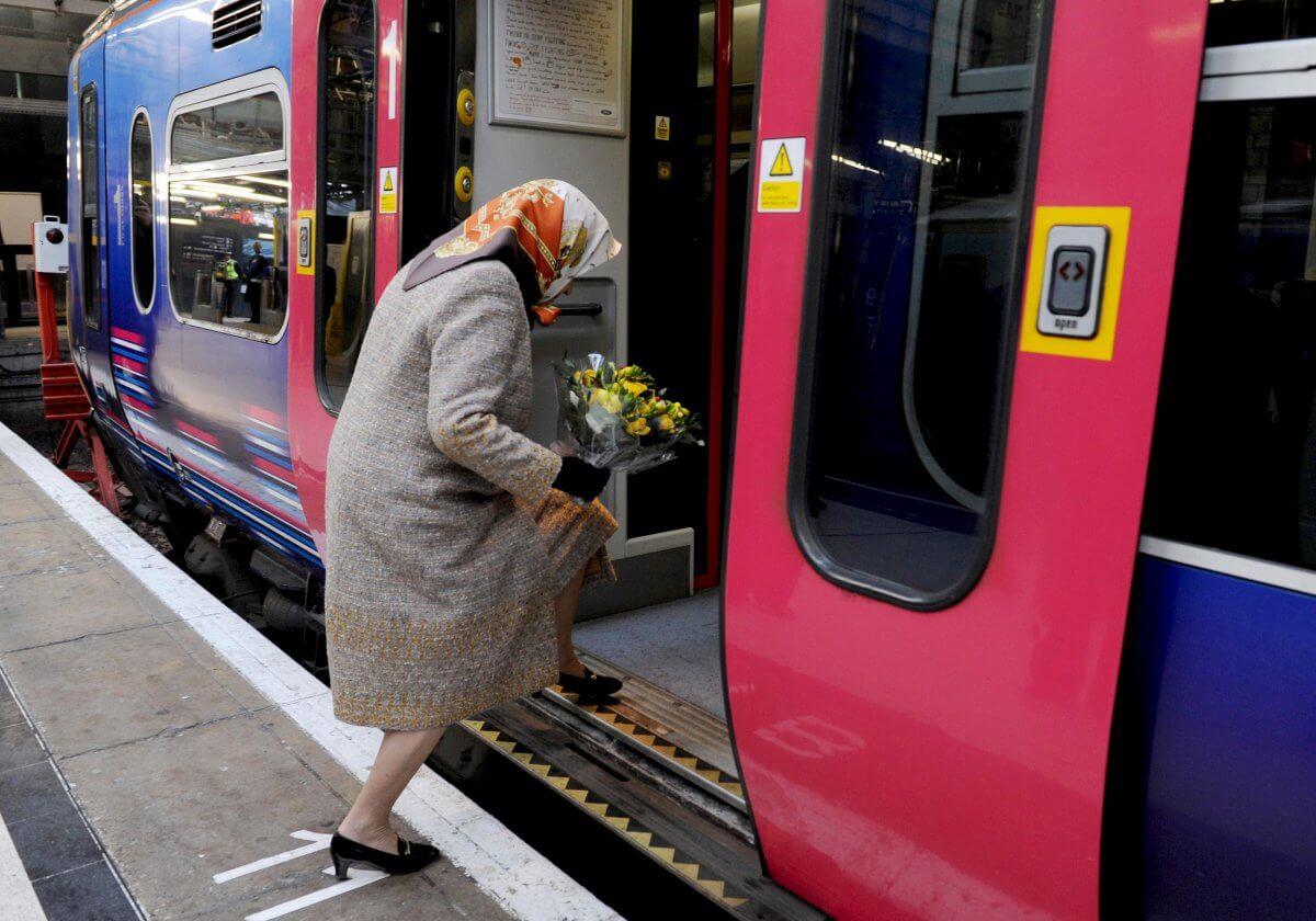Прикольные картинки пассажиров поездов, стихи